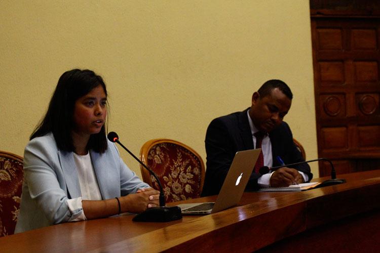 Conférence portant sur l'importance stratégique des iles de l'Océan Indien occidental, avec un accent particulier sur Madagascar.